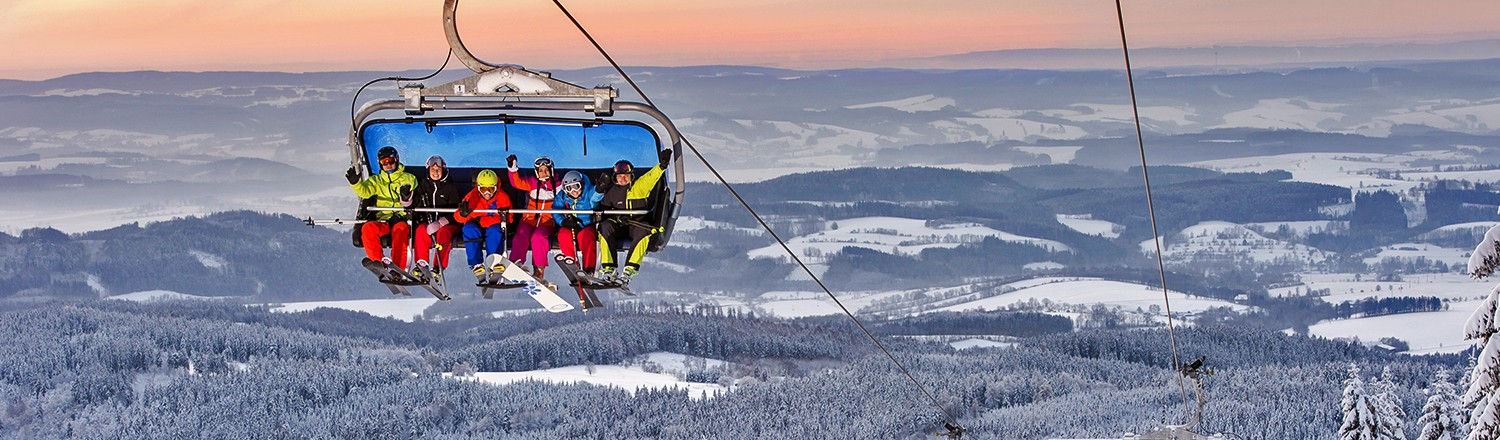 HOFMANKY EXPRESS - modern heated 6-seater bubble chairlift, which is the fastest in the Czech Republic